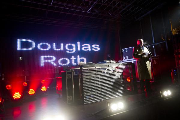 Kommunfullmäktiges ordförande Douglas Roth hälsar 2014 års fiande invigt!